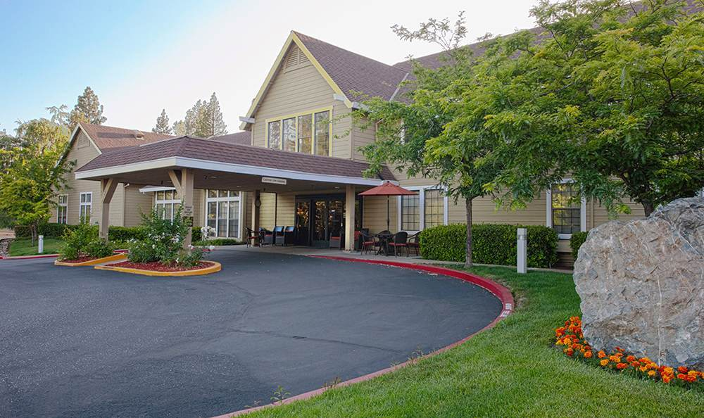 Clean Exterior Building at the Senior Living community in Grass Valley