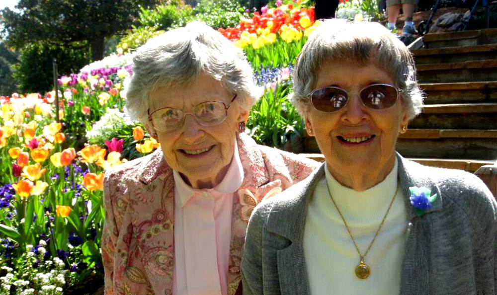 Happy friends at the senior living community in Grass Valley