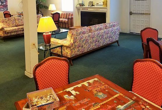 Senior living community in Sacramento have a relaxing common room