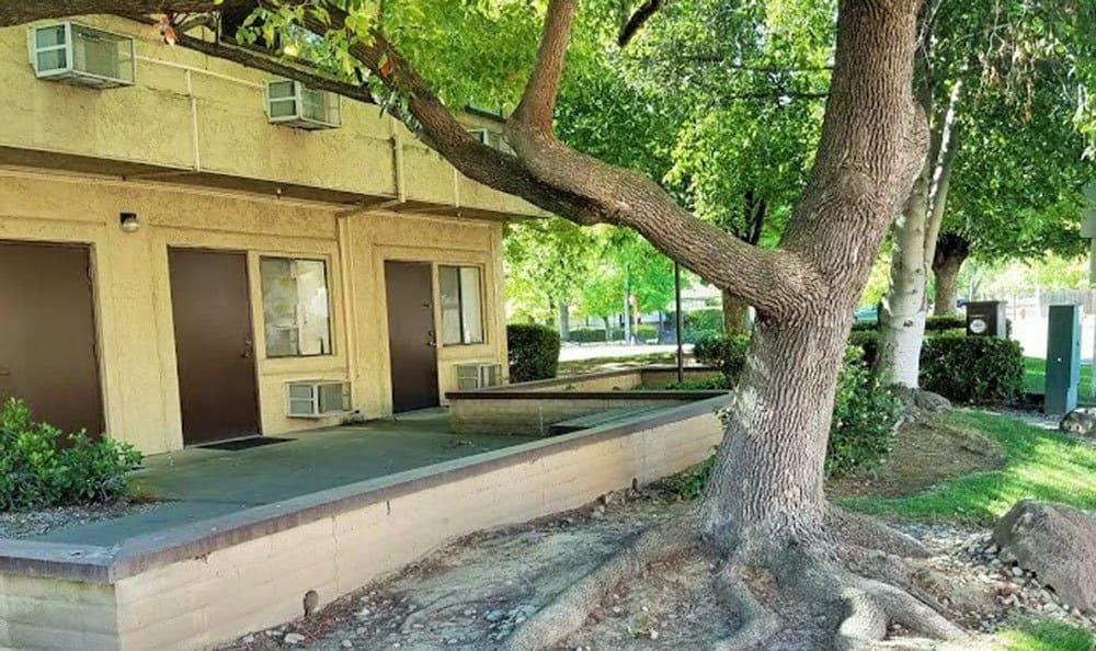 Clean exterior building at the senior living community in Sacramento