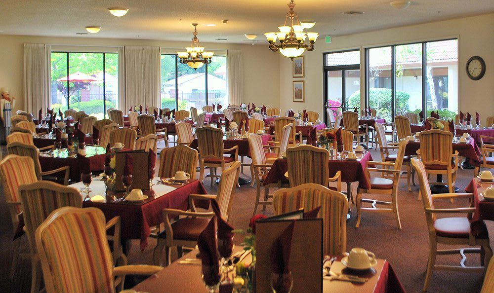 Open Dining Room at the Senior Living in Roseville