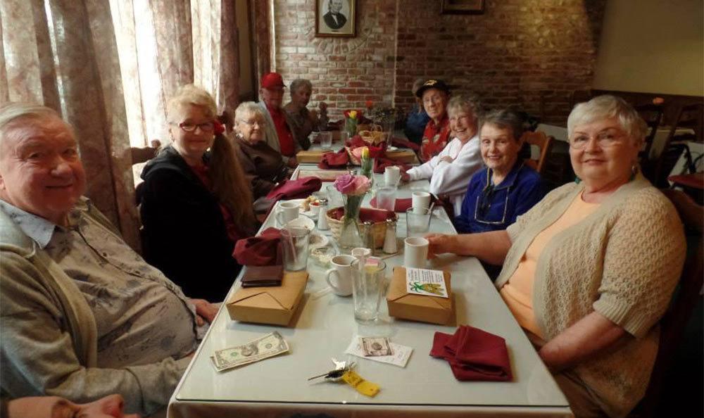 Residents Out To Dinner at the Senior Living Community in Roseville