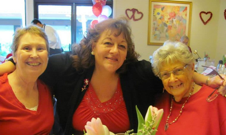 Residents and staff together at Roseville Commons Senior Living