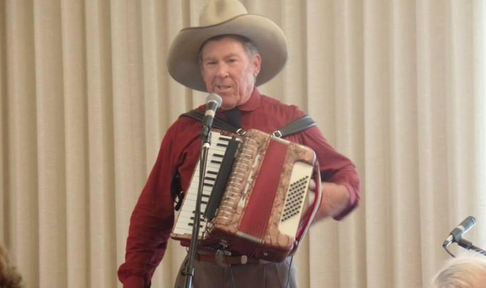 Live music at Roseville Commons Senior Living