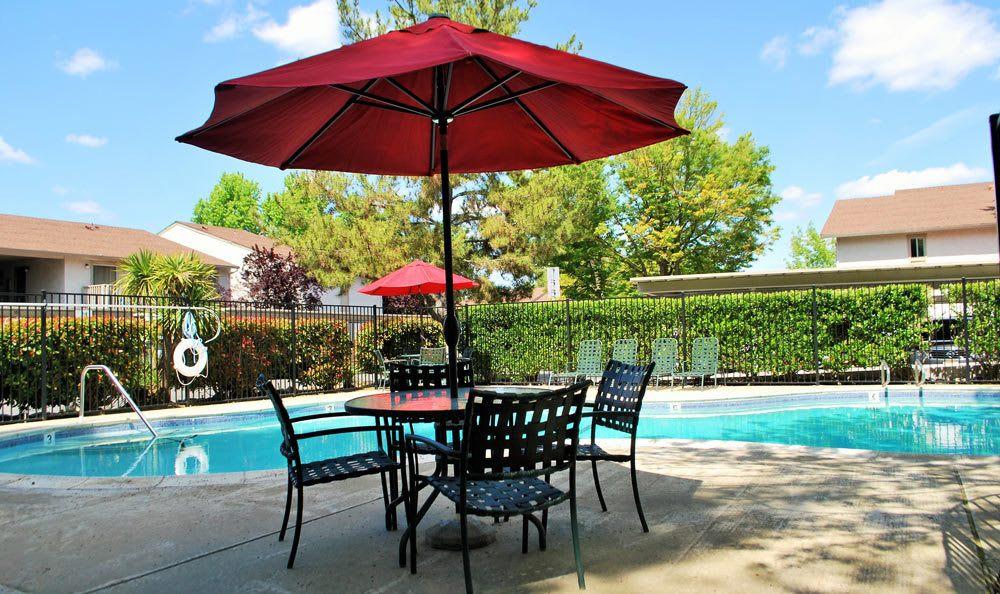 Fair Oaks apartments feature poolside lounging