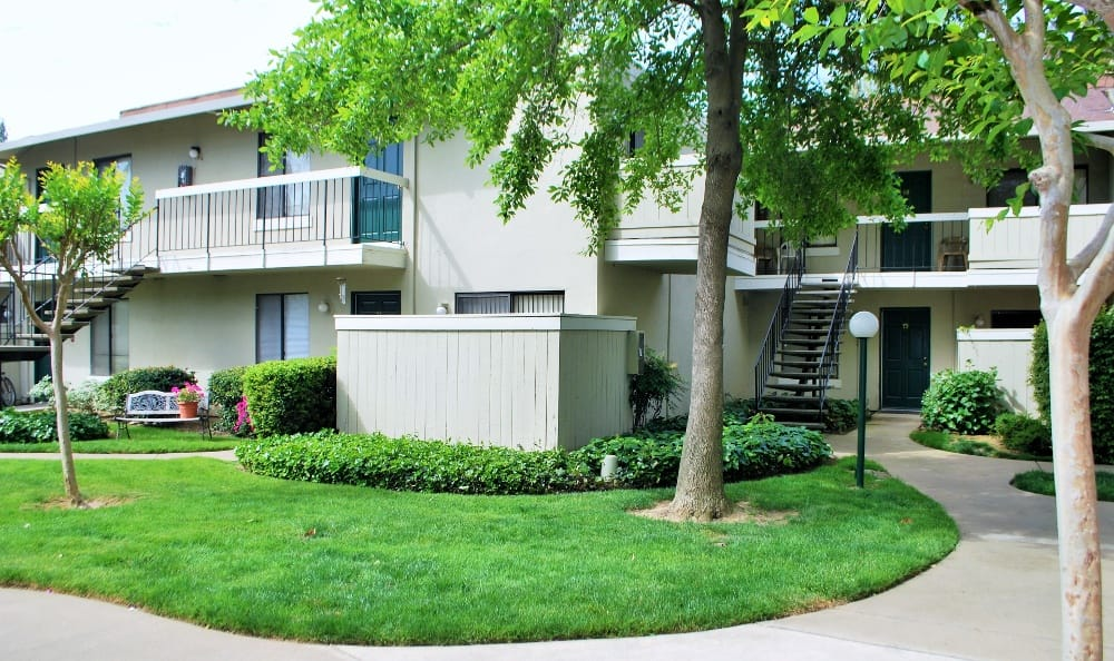 Beautiful Landscaped Yards At Our Apartments In Sacramento