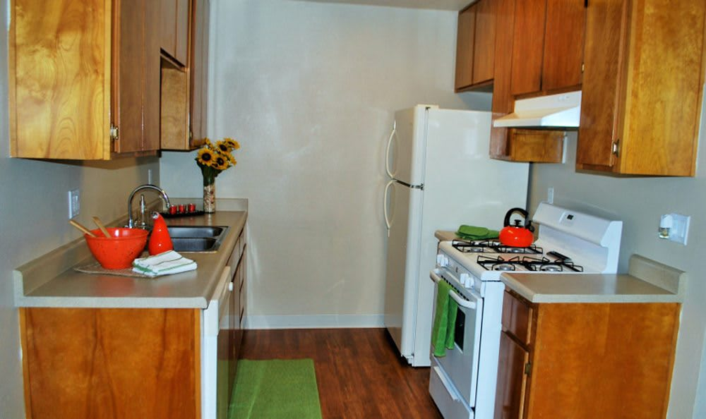 Full kitchen in Lodi apartments