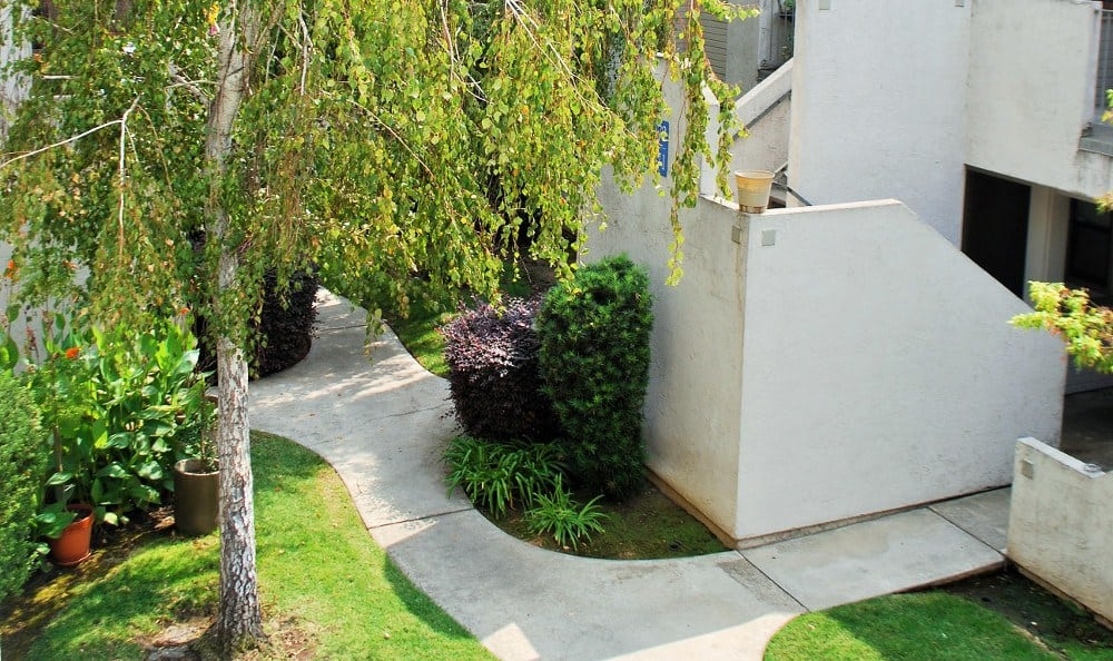 Landscaping at River's Edge Apartments in Lodi, CA