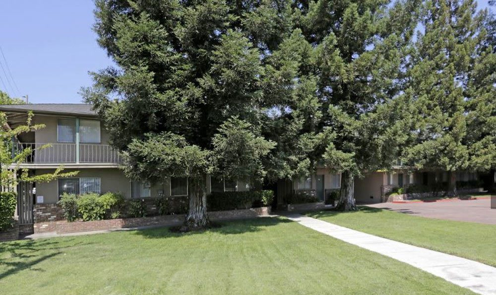 Lawn At Sacramento Apartment Rentals