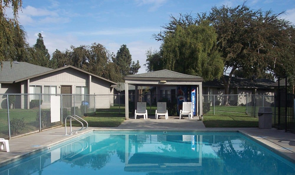 Sparkling pool of Vineyard Apartments in Ceres, California