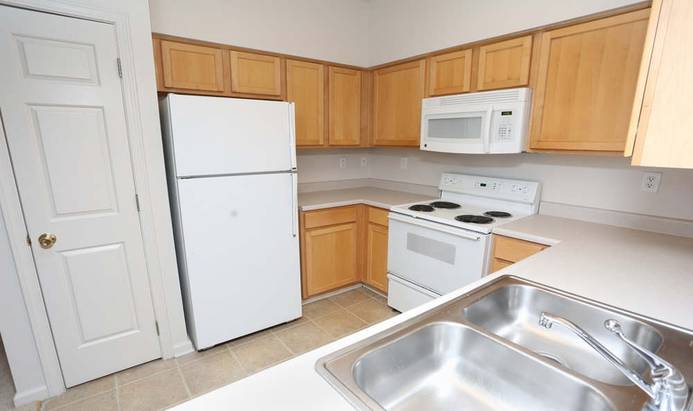 Luxury kitchen at Beaumont Farms Apartments