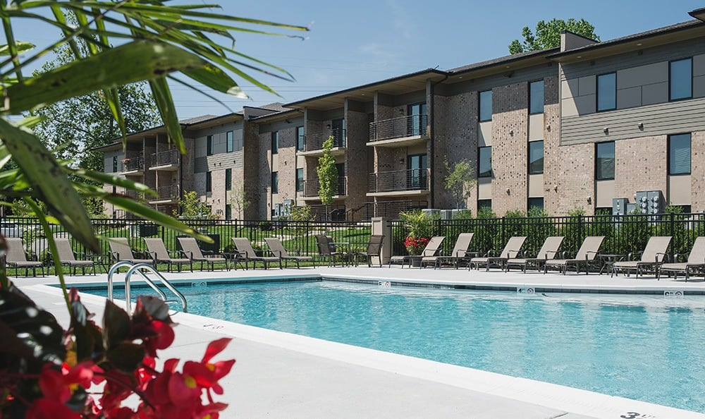 Lexington ky apartments for rent near chevy chase lakewood park apartments for Phoenix swimming pool white city