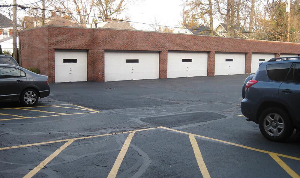Garages at Bellecliff Apartments