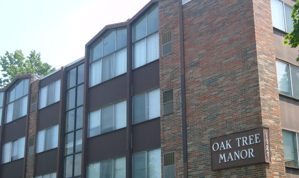 Exterior of Oak Tree Manor Apartments in Lakewood, OH