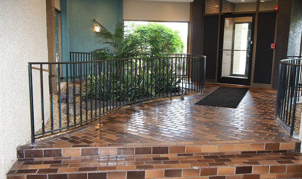 Entrance to lobby at Highland Woods Apartments