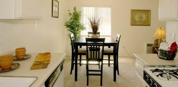 1 2 Bedroom Apartments For Rent In Northridge Ca - Floor-plan-2-bedroom-apartment