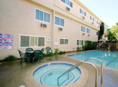 Pool and spa at The Esplanade in Lake Balboa, California