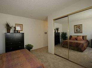 Bedroom at Vista Pointe II apartments in Studio City