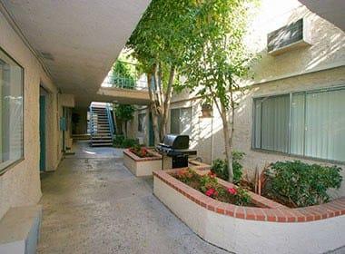 Courtyard at Vista Pointe II in Studio City, CA