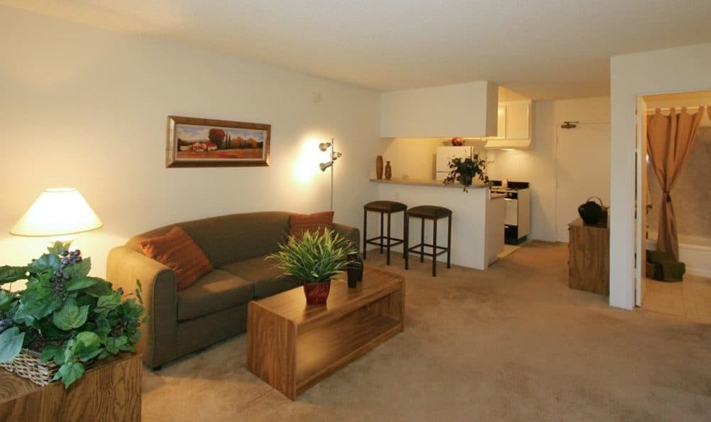 Living and dining room atVista Pointe I in Studio City