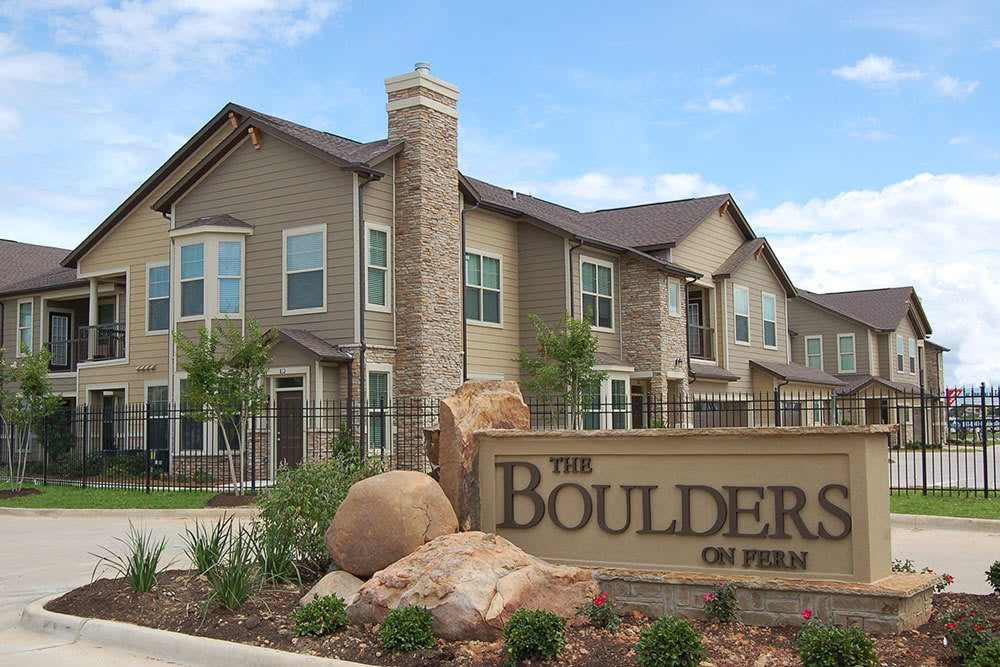 Welcome to The Boulders on Fern Apartment Homes