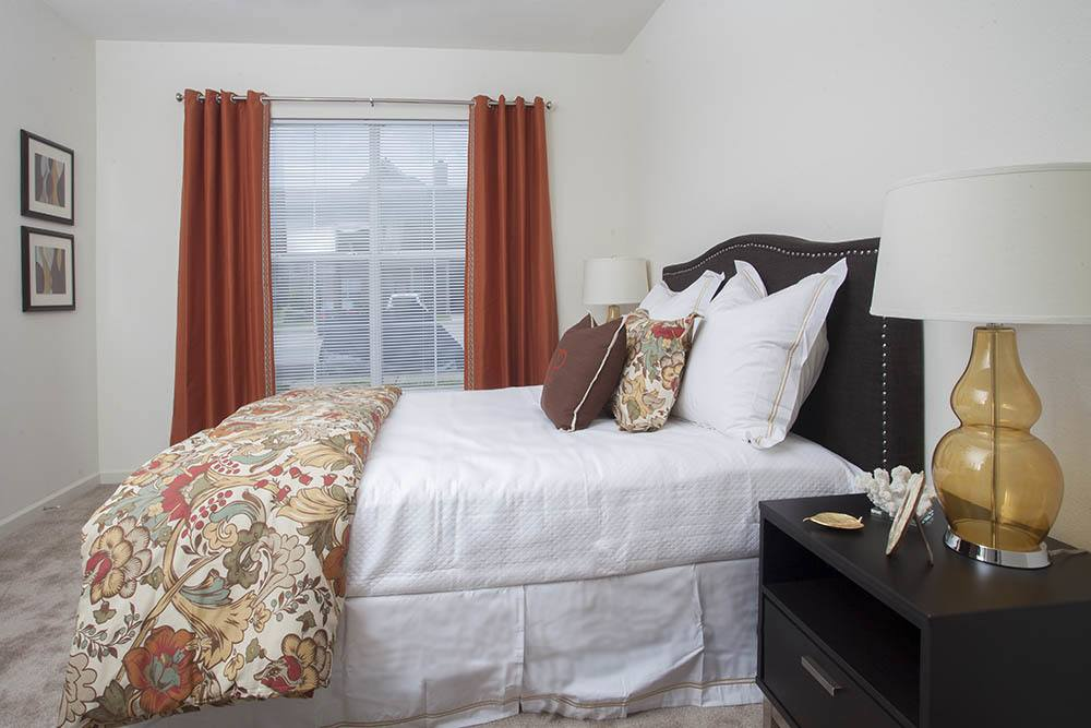 King Sized Beds At Nelson Pointe Furnished Apartment Homes