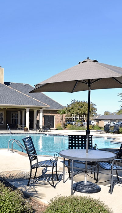 Enjoy luxurious apartment and community amenities at Magnolia Trace Apartment Homes