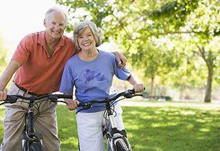 A happy couple on a bike ride