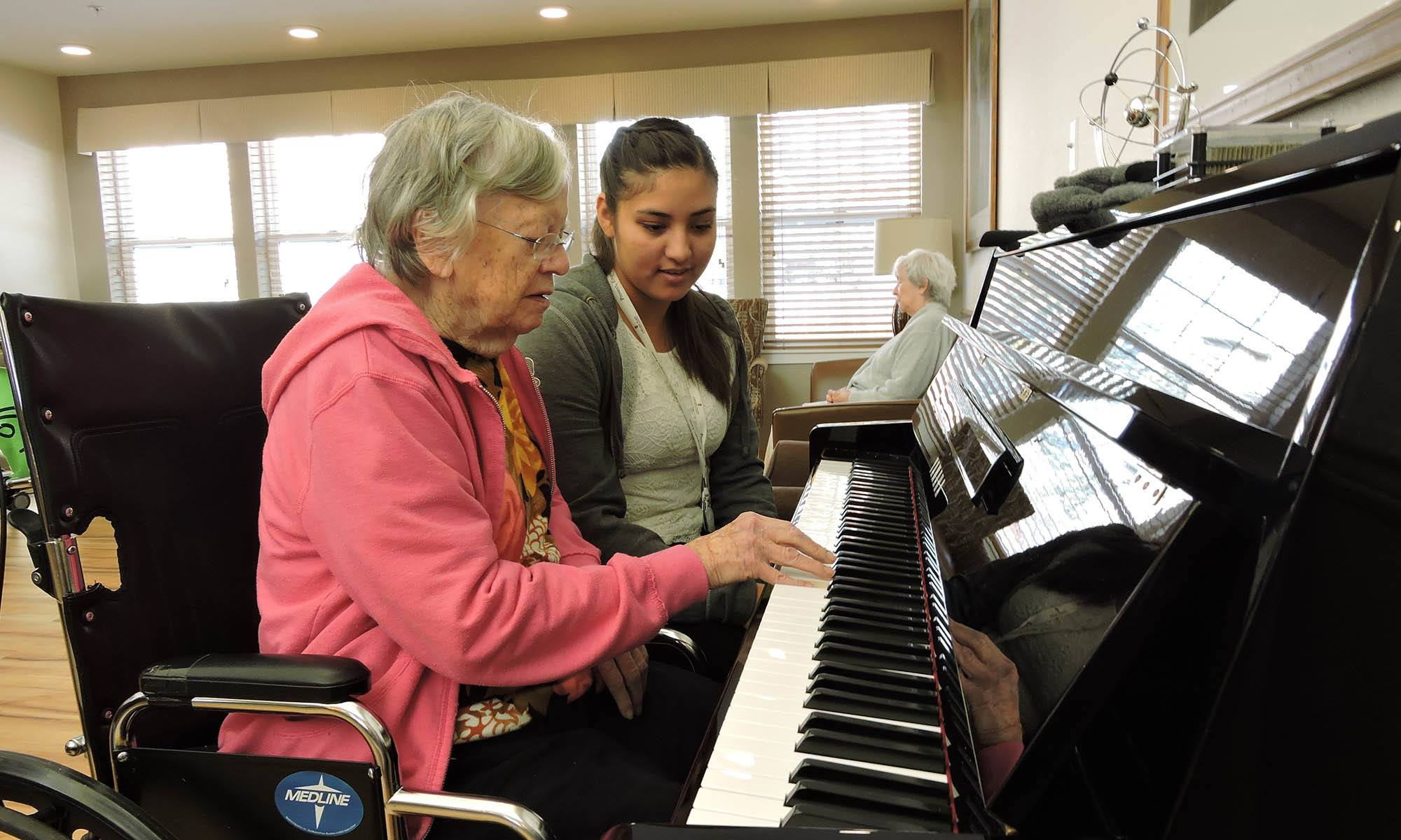 Resident plays the piano at senior living in Littleton