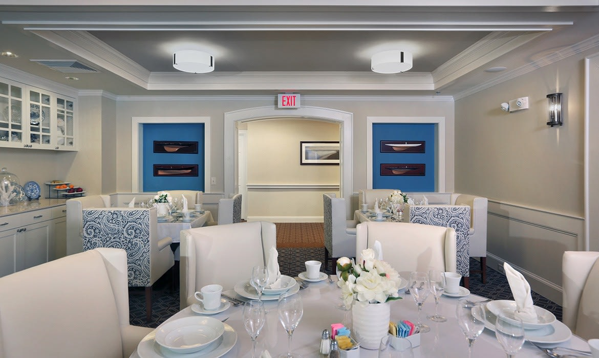 Our residents enjoy farm-to-table, fresh and flavorful meals everyday at Maplewood at Darien.