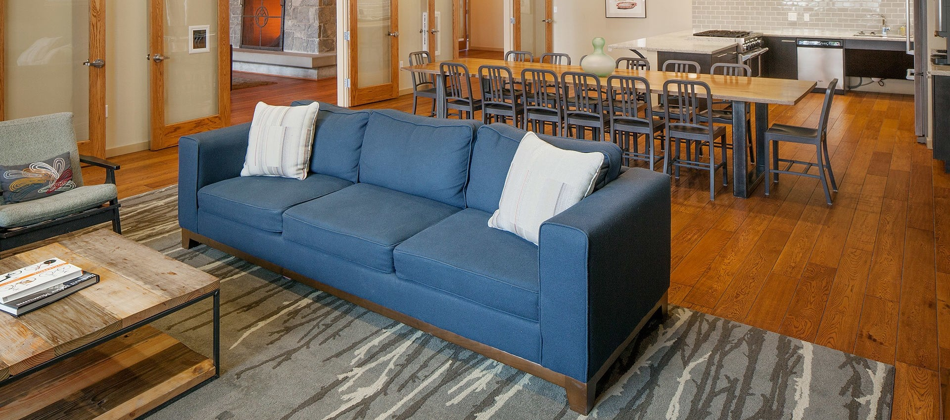 Luxurious Seating Area In Lobby at Eddyline at Bridgeport in Portland, OR