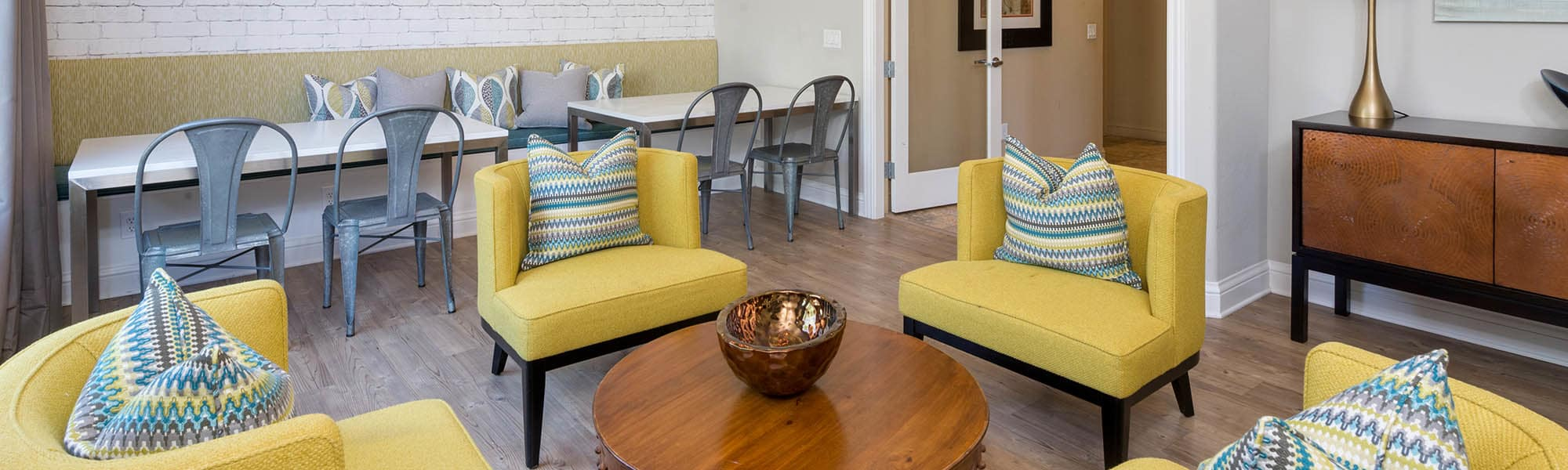 The Artisan Apartment Homes in Sacramento, California, is pet friendly. Read our pet policy here.