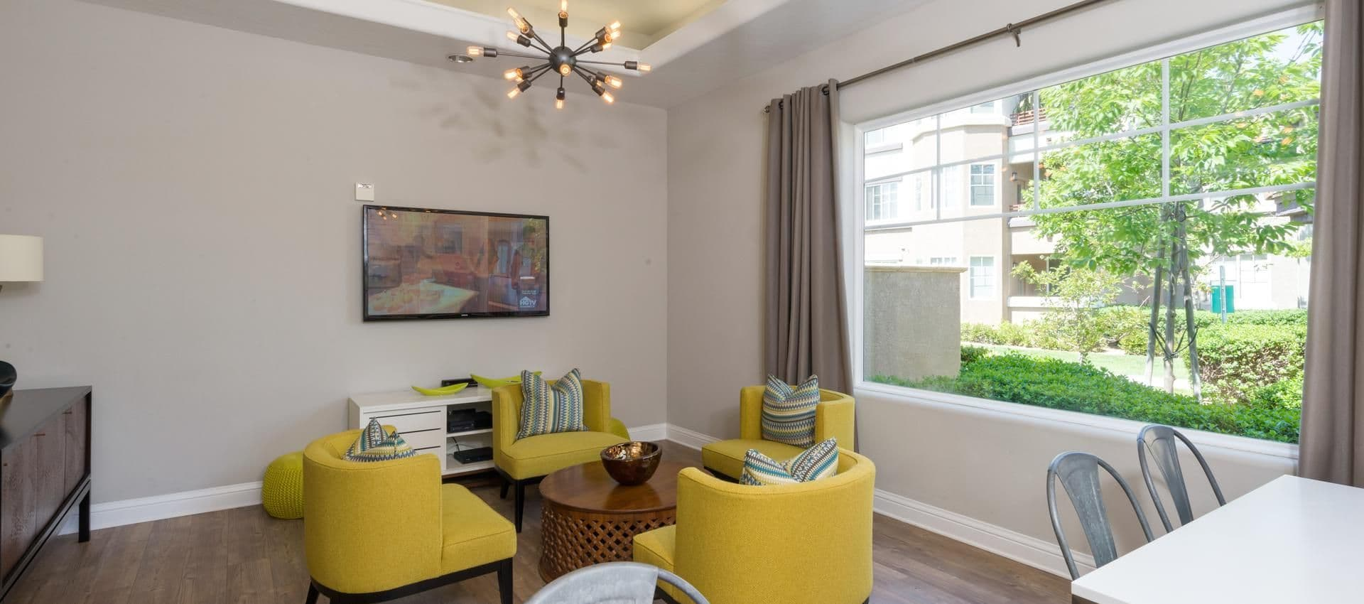 The Artisan Apartment Homes's Clubhouse Meeting Area in Sacramento, CA