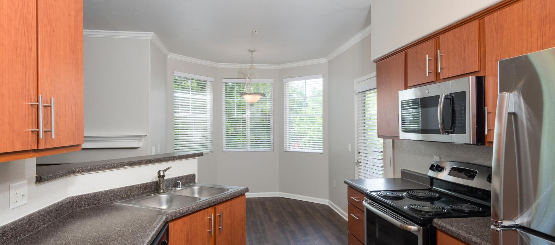 The Artisan Apartment Homes's Fully Equipped Kitchen in Sacramento, CA