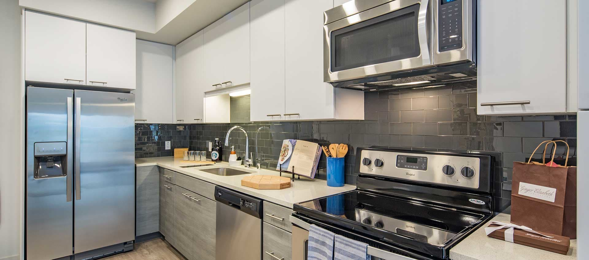 Fully equipped kitchen at EVIVA Midtown