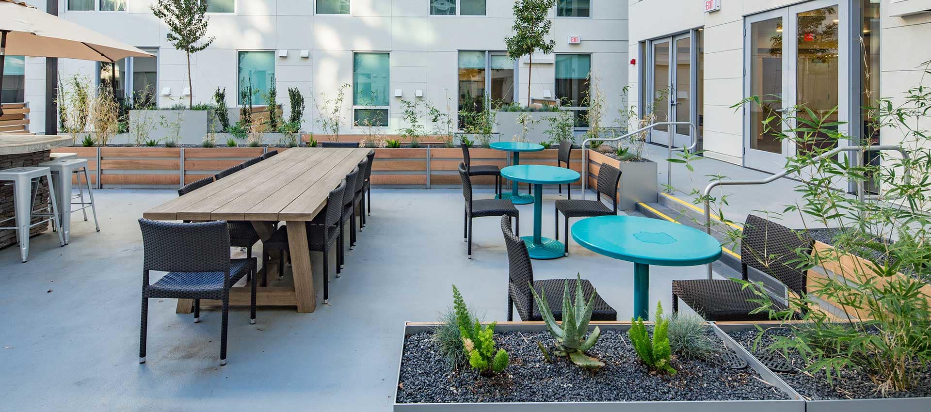 Outdoor tables at EVIVA Midtown
