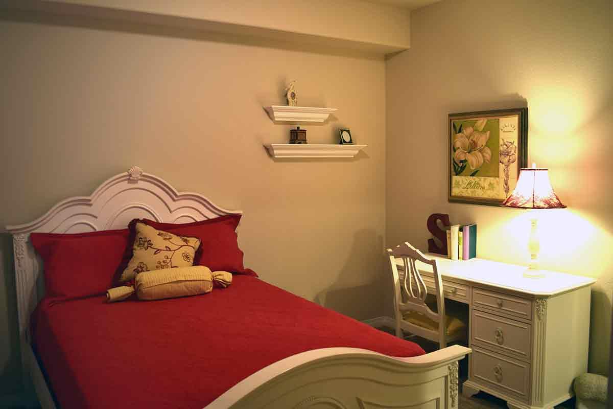 Wolf Ranch Condominium Rentals guest bedroom in Sacramento