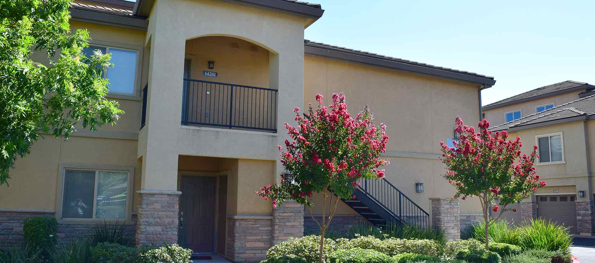 Exterior shot of Wolf Ranch Condominium Rentals in Sacramento