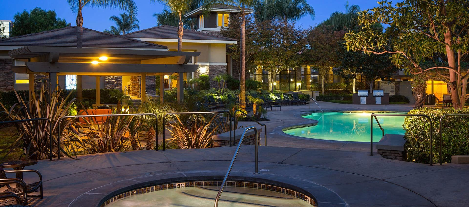 Expansive Pool Deck With Spa in Alize at Aliso Viejo Apartment Homes in Aliso Viejo, California