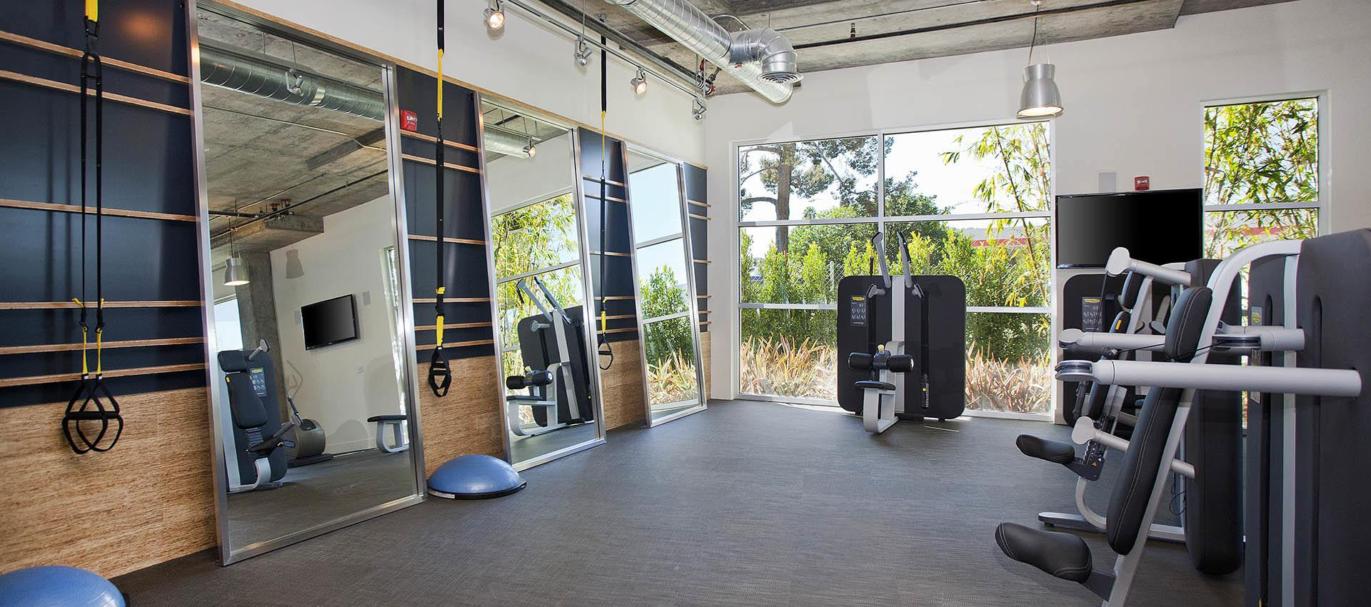 Fitness center at apartments in Glendale