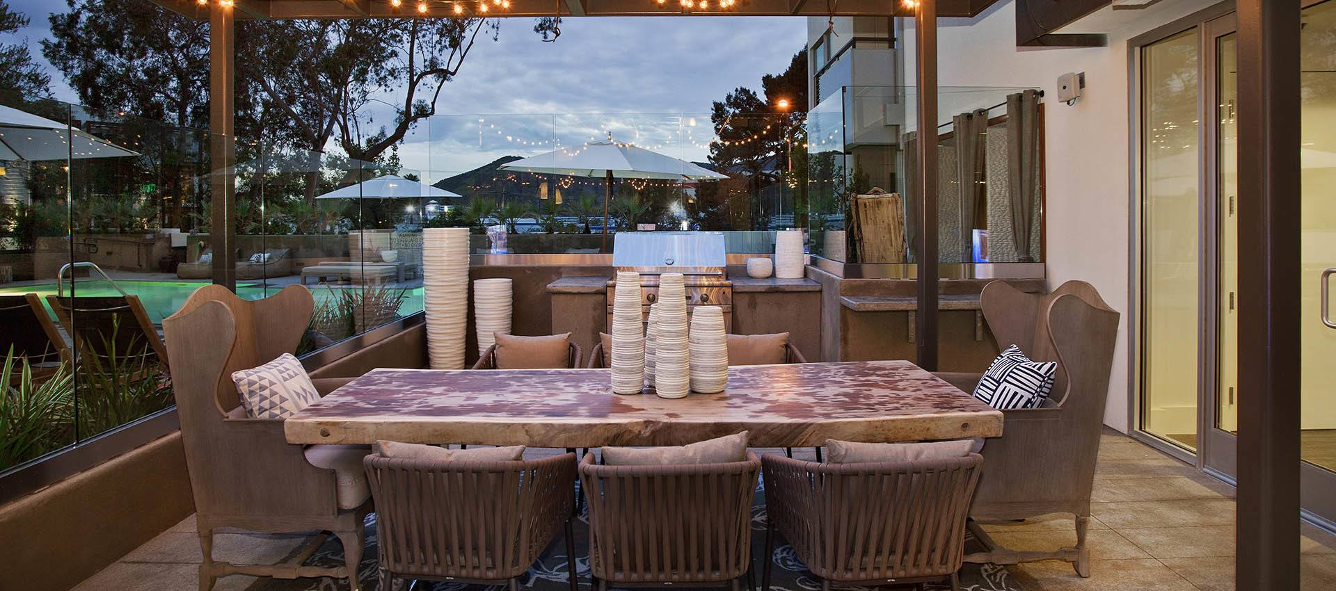 Outdoor Seating at apartments in Glendale, CA