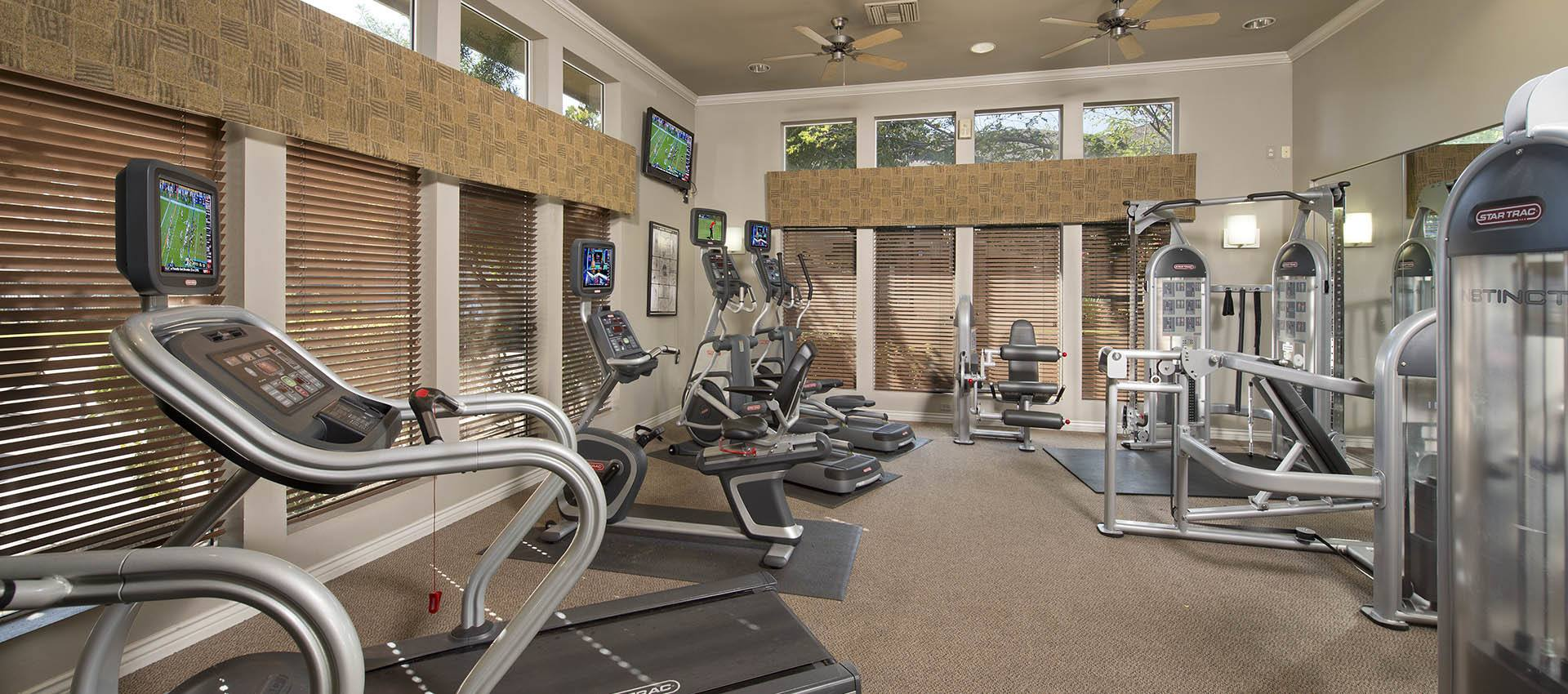 Fitness Center at Cross Pointe Apartment Homes in Antioch