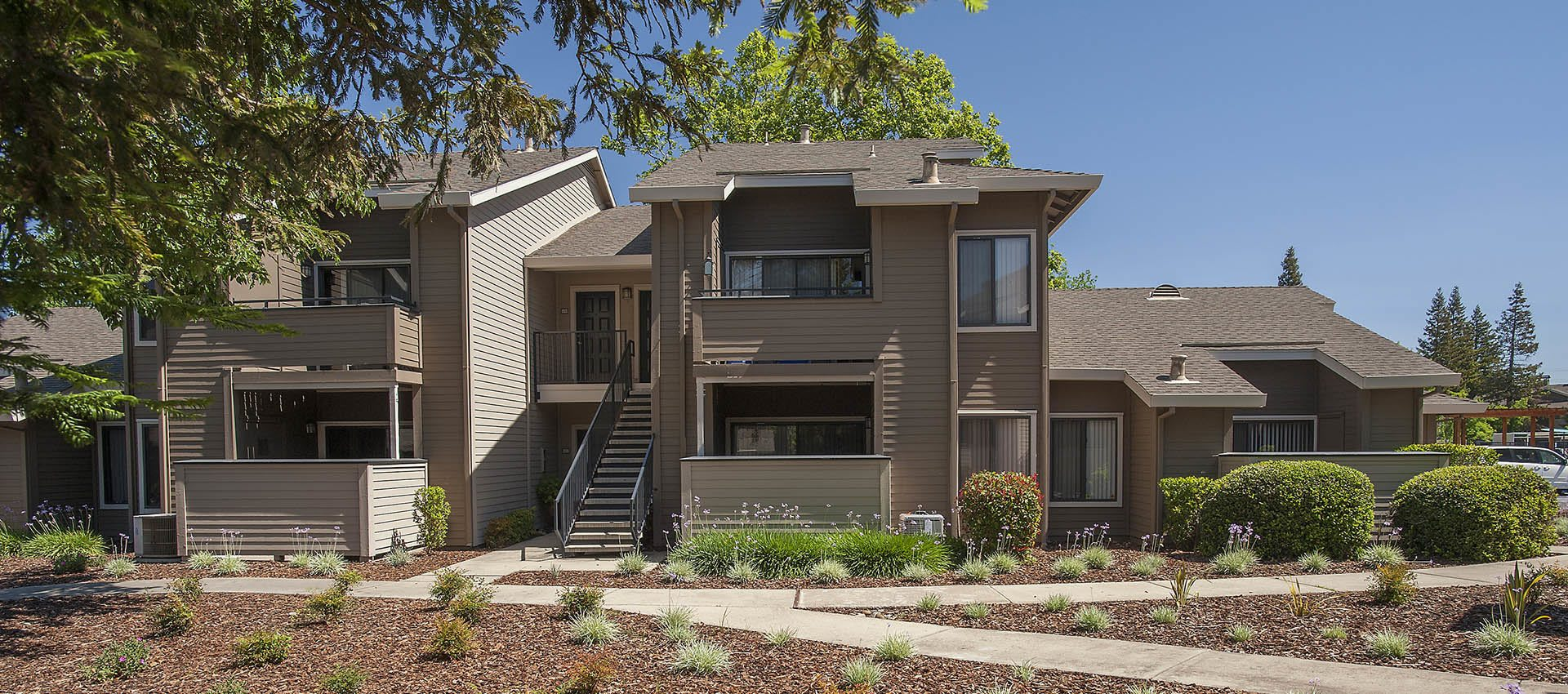 Apartment Exterior at Deer Valley Apartment Homes in Roseville, California