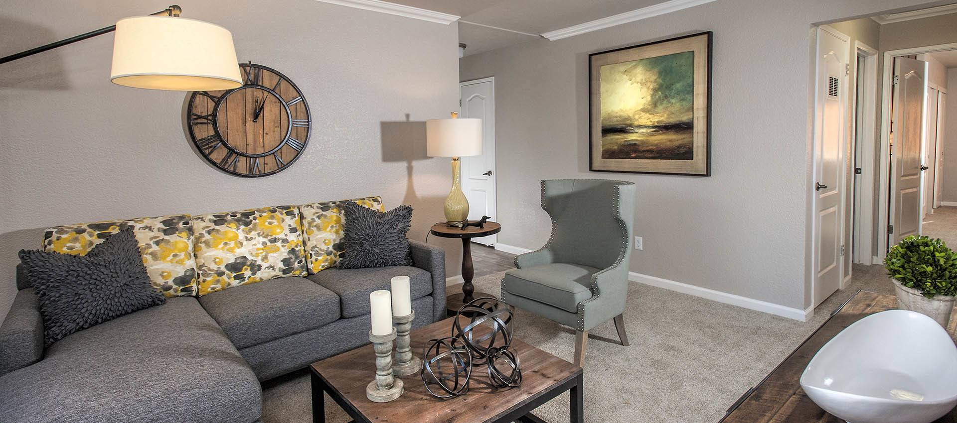 Nicely Decorated Living Room at Deer Valley Apartment Homes in Roseville, California