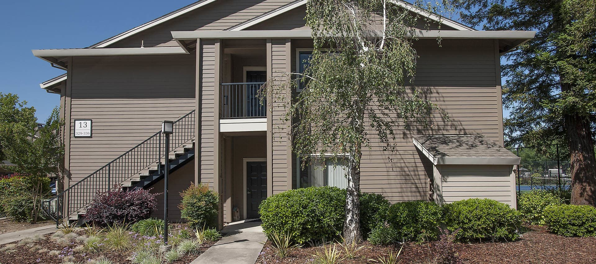 Nicely Landscaped Apartment Exterior at Deer Valley Apartment Homes in Roseville, California