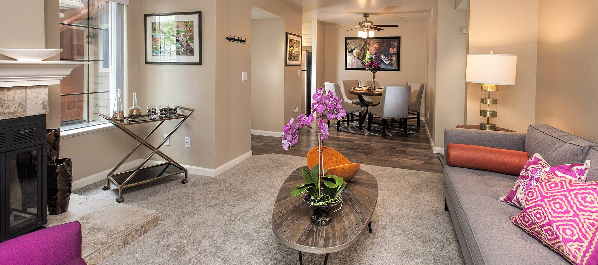 Spacious Lving Room With Bright Decorations at Hidden Lake Condominium Rentals in Sacramento, California