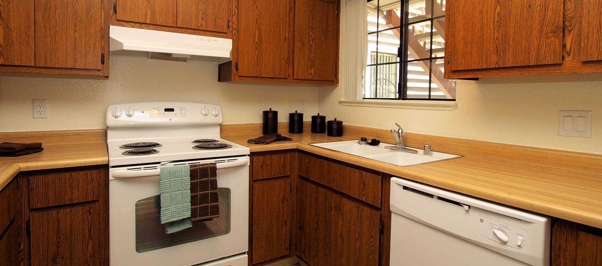 Standard Kitchen at Hidden Lake Condominium Rentals in Sacramento, California