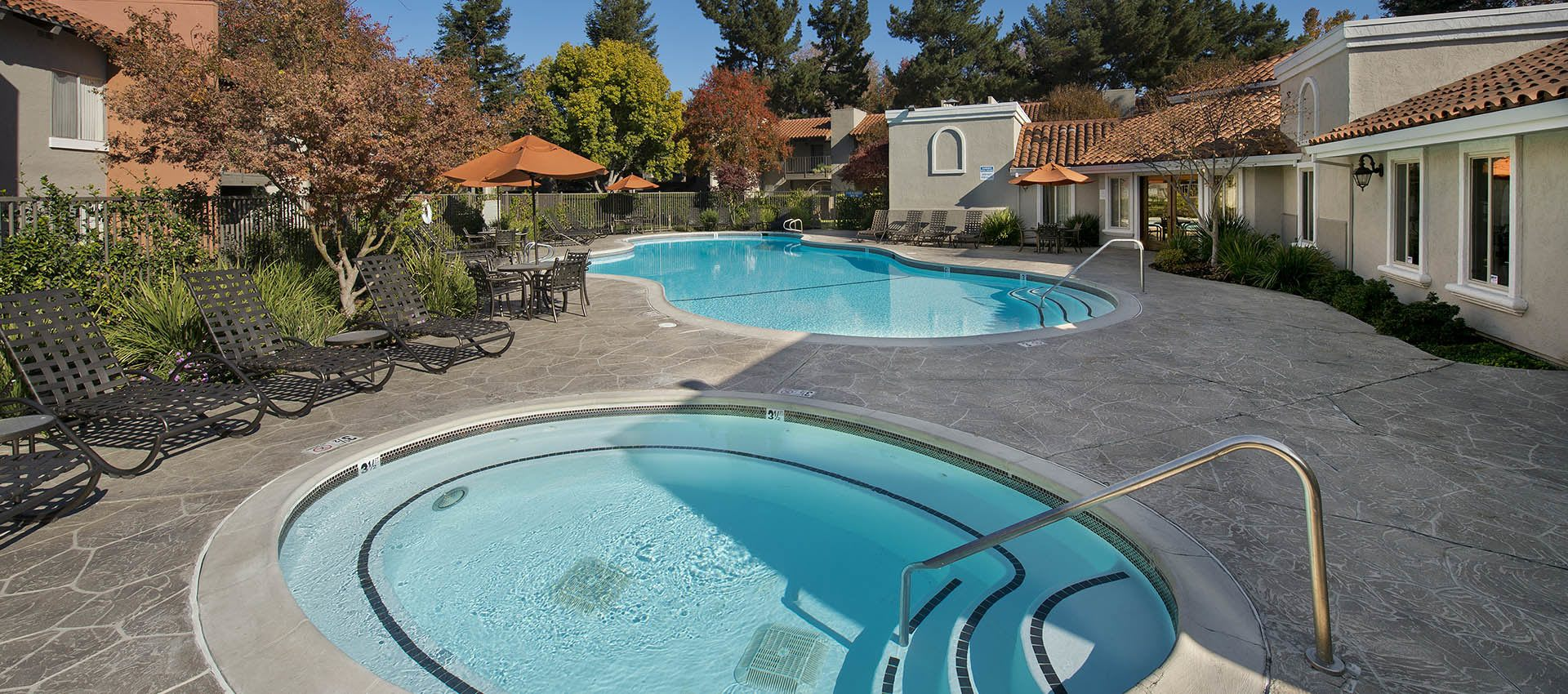 Expansive Pool Deck With Clubhouse at La Valencia Apartment Homes in Campbell, CA