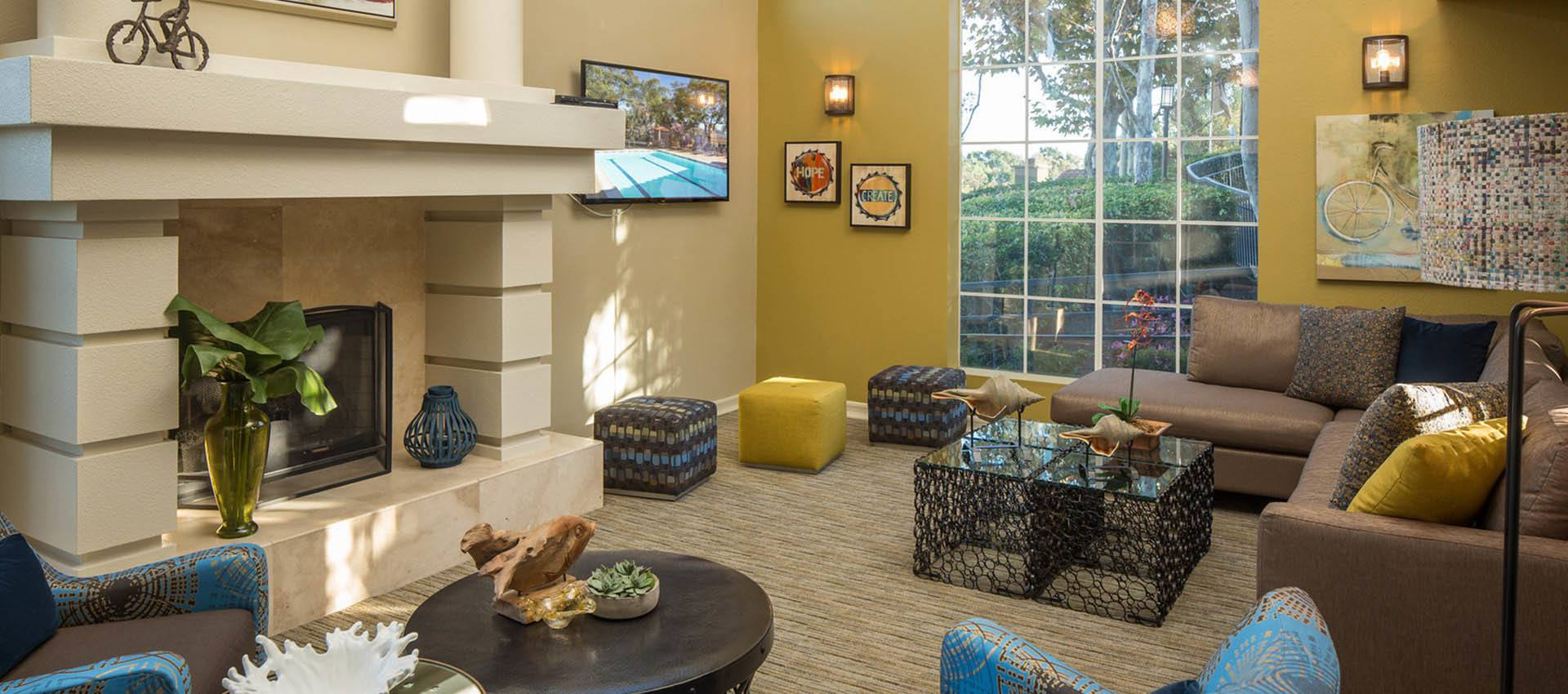 Clubhouse Seating Area With Tv at Niguel Summit Condominium Rentals in Laguna Niguel, CA