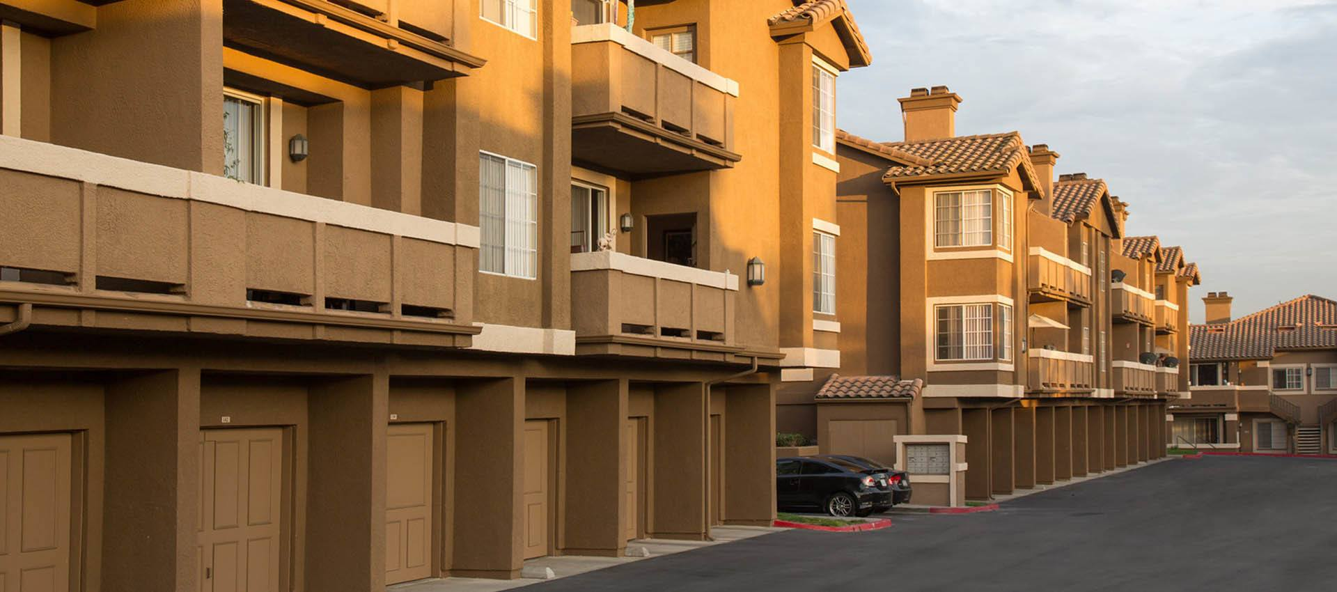 Condominiums Featuring Garages at Paloma Summit Condominium Rentals in Foothill Ranch, California
